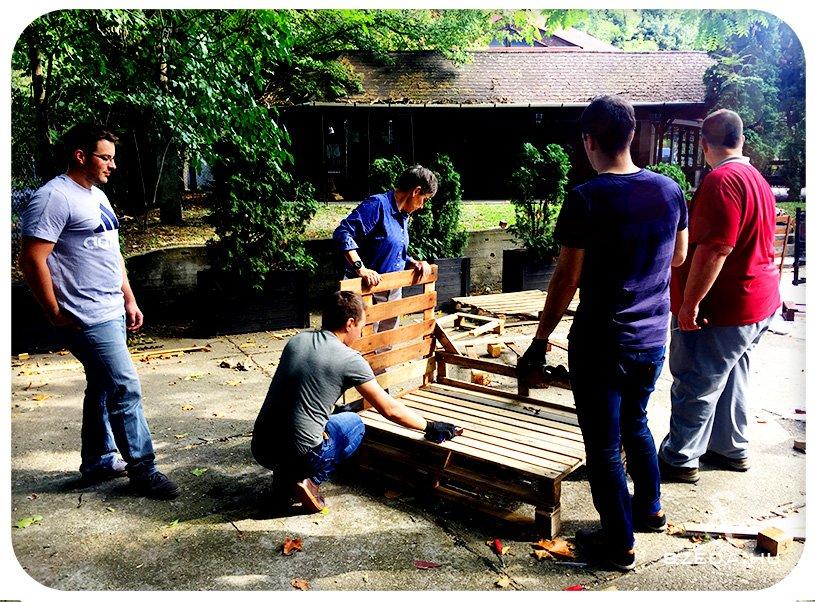 Raklapbútor készítés csapatépítő program